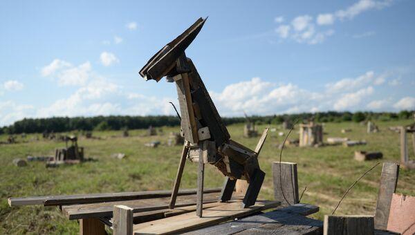 Арт-объект на фестивале ландшафтных объектов Архстояние в деревне Никола-Ленивец в Калужской области. 22 июля 2017