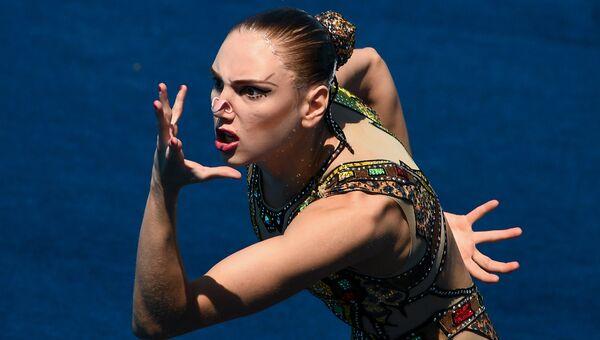 Светлана Колесниченко (Россия) выступает с произвольной программой в финале соревнований по синхронному плаванию на чемпионате мира FINA 2017