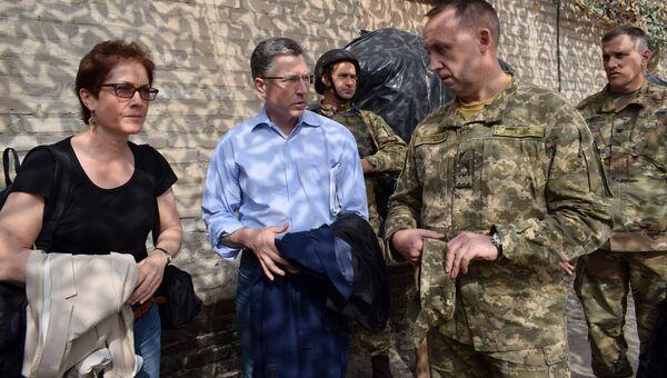 Спецпредставитель США по Украине Курт Волкер в Донбассе. Архивное фото