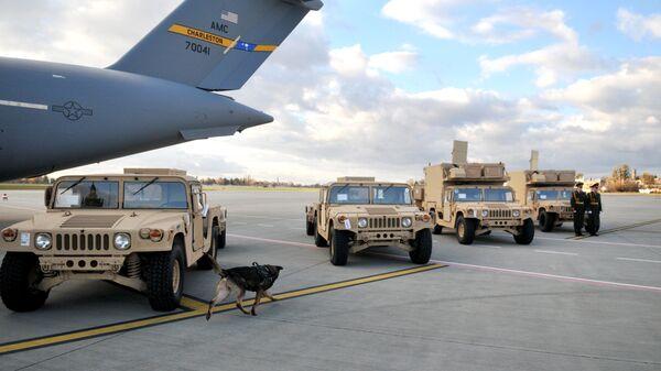 Американские радиолокационные комплексы контрбатарейной борьбы AN/TPQ-36 во время церемонии передачи украинским военным
