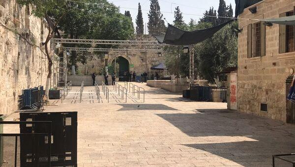 Пространство перед входом на Храмовую гору в Иерусалиме, откуда убрали камеры и металлоискатели