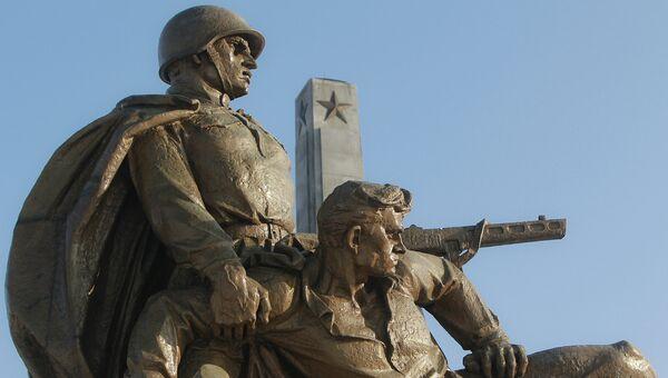 Памятник советским воинам в Варшаве, Польша