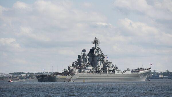 Атомный крейсер Петр Великий прибыл в Кронштадт, чтобы принять участие в параде в честь Дня ВМФ. 26 июля 2017