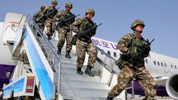 Сотрудники китайской военной полиции во время антитеррористических учений в Синьцзян-Уйгурском автономном районе Китая. Архивное фото