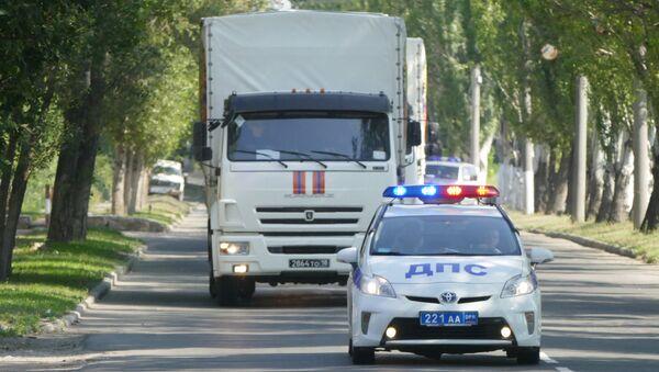 Автомобили 67-го гуманитарного конвоя МЧС Российской Федерации в Донецке. 27 июля 2017