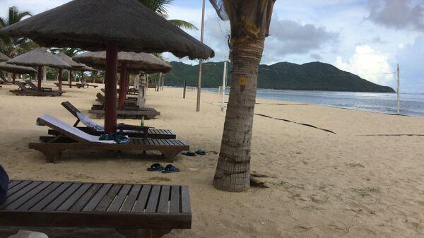 Пляж в районе города Санья на острове Хайнань в Китае