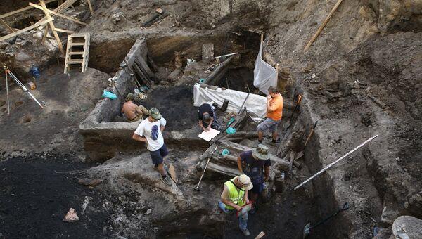 Место раскопок на Биржевой площади