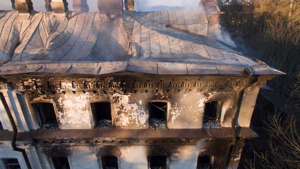 Здание зимней гостиницы на острове Валаам после пожара. Архивное фото.