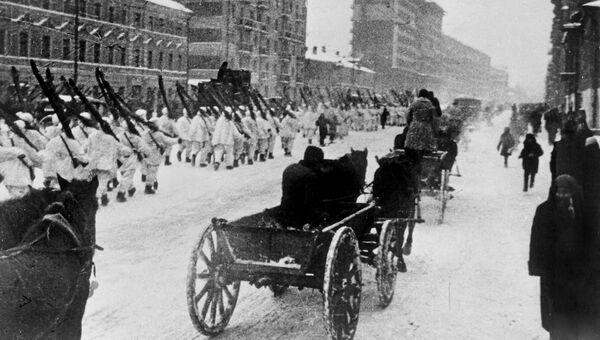 Лыжные отряды Красной Армии направляются на фронт. 1942 год