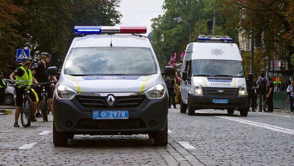 Автомобили полиции на улице Киева. Архивное фото