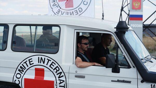 Автомобиль Красного Креста на российской границе. Архивное фото