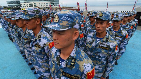 Военнослужащие КНР на церемонии открытия международных конкурсов Кубок моря-2017 и Морской десант-2017 во Владивостоке.