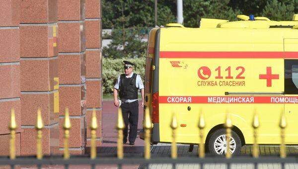 Автомобиль скорой медицинской помощи у здания Московского областного суда, в котором произошла перестрелка. 1 августа 2017