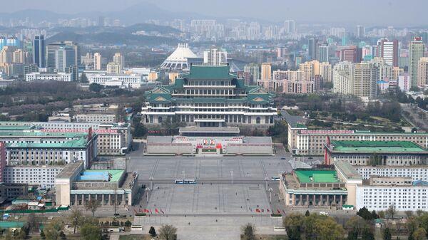 Вид на площадь Ким Ир Сена в Пхеньяне. Архивное фото