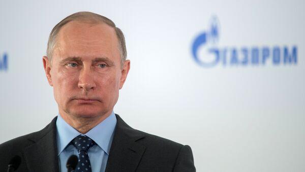 Президент РФ Владимир Путин на церемонии заливки первого фундамента Амурского газоперерабатывающего завода. 3 августа 2017