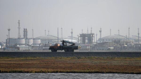 Нефтянные хранилища на побережье Карского моря в Ненецком автономном округе