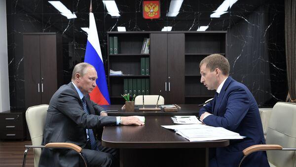 Президент РФ Владимир Путин и губернатор Амурской области Александр Козлов во время встречи. 3 августа 2017