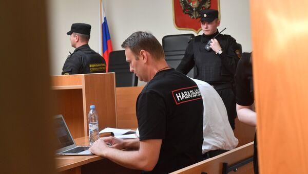Алексей Навальный перед заседанием в Симоновском суде Москвы. 3 августа 2017