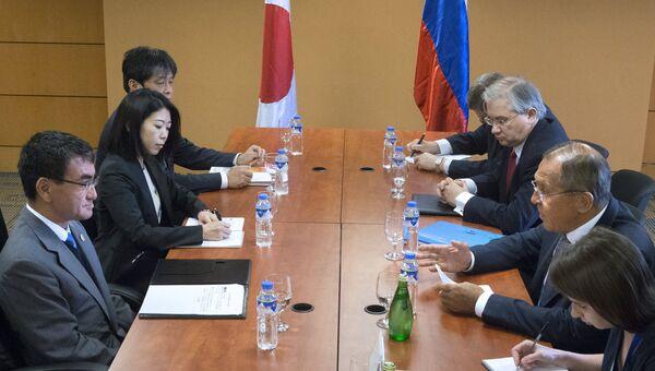 Глава МИД Японии Таро Коно и министр иностранных дел РФ Сергей Лавров во время переговоров на полях форума АСЕАН в Маниле. 7 августа 2017