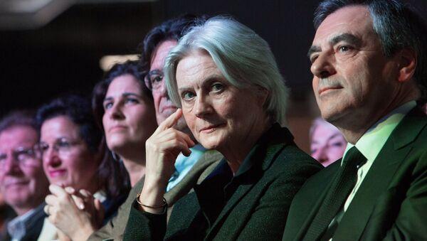 Кандидат в президенты Франции Франсуа Фийон с супругой Пенелопой. Архивное фото