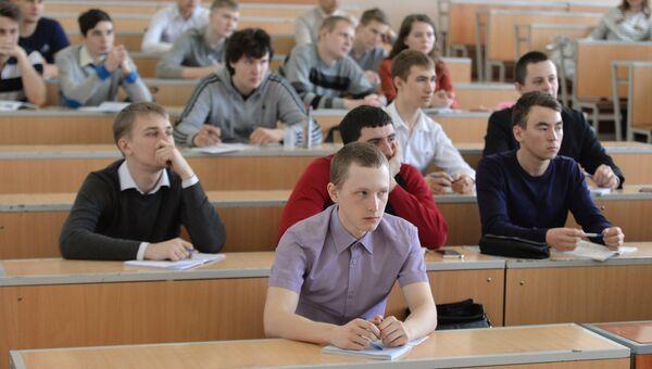 Студенты на занятиях в Южно-Уральском государственном аграрном университете в Челябинске. Архивное фото