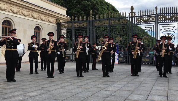 Суворовцы объяснили чем отличаются обычные музыканты от военных музыкантов