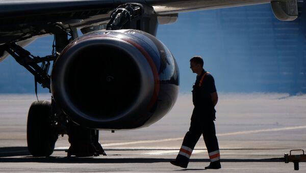 Запуск двигателей Sukhoi Superjet 100. Архивное фото
