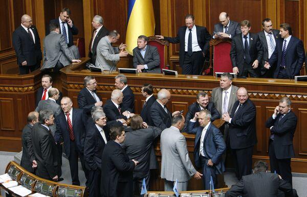 Депутаты от фракции БЮТ блокируют трибуну Верховной Рады