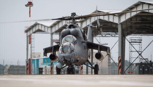 Транспортно-боевой вертолет Ми-35М. Архивное фото