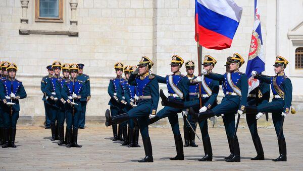 Военнослужащие Президентского полка во время развода конного караула. Архивное фото