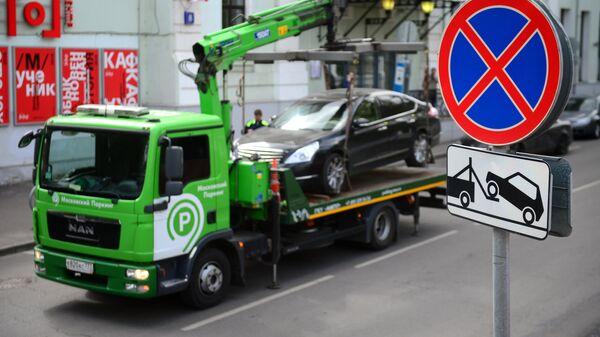 Милонов предложил исключить участие бизнеса в платной эвакуации автомобилей