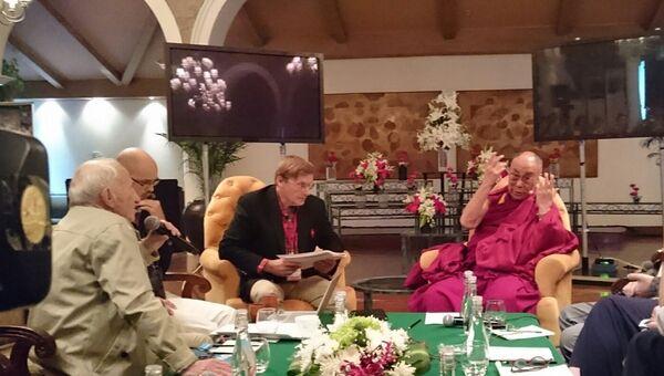 Далай-лама, российский нейробиолог, член-корр РАН и РАМН Константин Анохин и другие российские и буддийские ученые обсуждают на конференции в Дели природу сознания