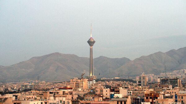 Вид на телебашню Бордж-е Милад в Тегеране. Архивное фото