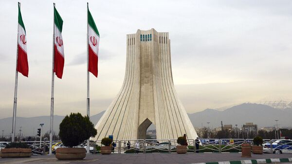 Башня Азади, построенная на одноименной площади в Тегеране. Архивное фото