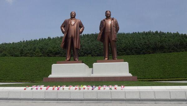 Монумент вождям Ким Ир Сену и Ким Чен Иру. Архивное фото