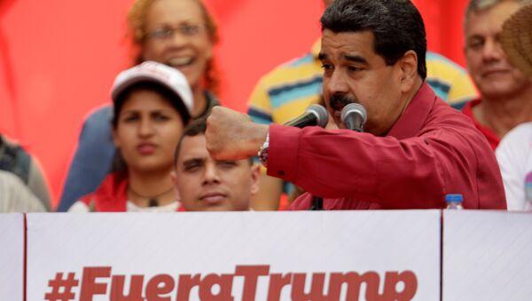 Президент Венесуэлы Мадуро выступает с речью на митинге против президента США Трампа в Каракасе