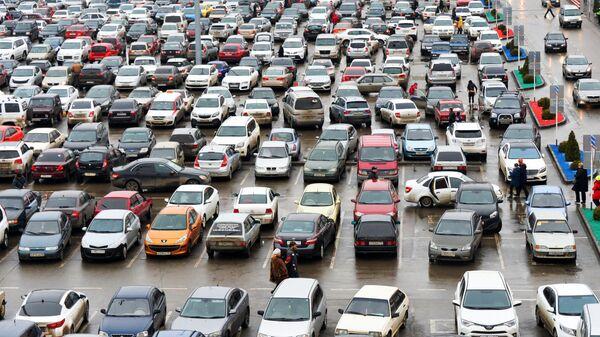 Автомобили на парковке