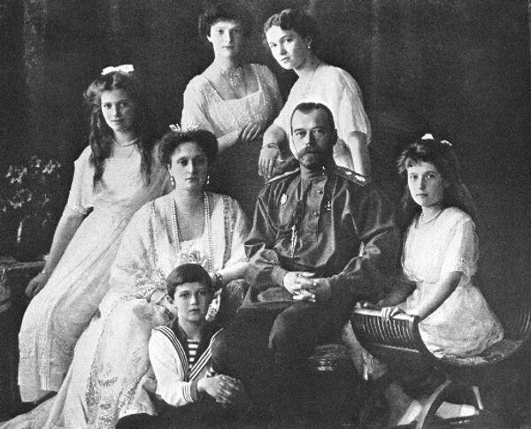 Венценосная семья