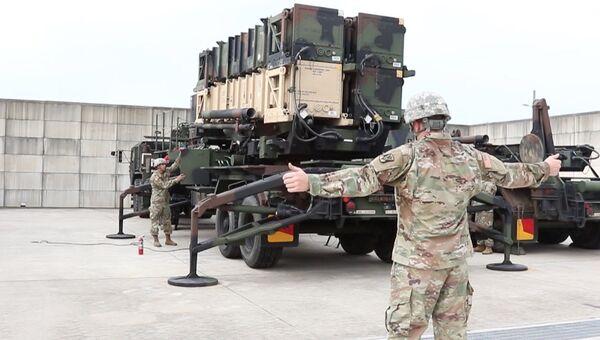 Военнослужащие армии США испытывают противоракетный комплекс Пэтриот в Осане, Южная Корея. 3 августа 2017