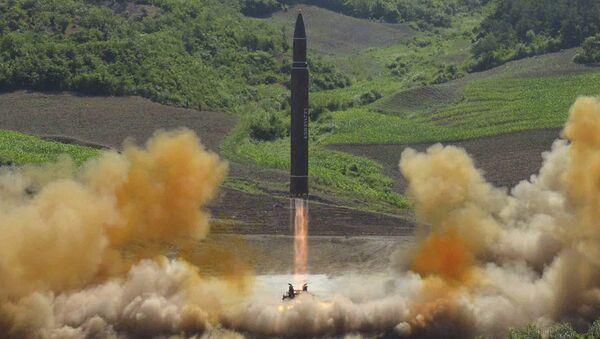 Запуск баллистической ракеты в КНДР. Архивное фото