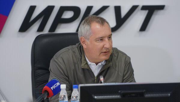 Заместитель председателя правительства РФ Дмитрий Рогозин проводит совещание на авиазаводе корпорации Иркут. 17 августа 2017