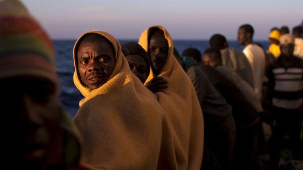 Мигранты на спасательном судне в Средиземном море