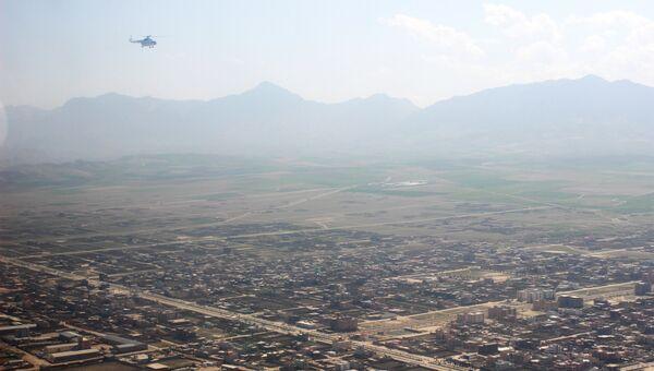 Вертолет в небе над Мазари-Шарифом. Архивное фото