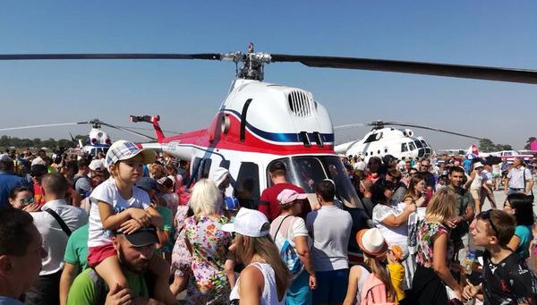 Презентация первого украинского вертолета Надежда компании Мотор Сич. 19 августа 2017