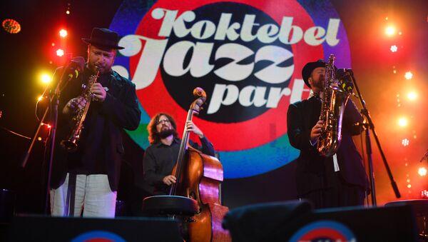 Музыканты коллектива Brill Family во время выступления на фестивале Koktebel Jazz Party 2017