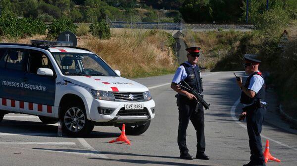 Полицейские в населенном пункте Субиратс в провинции Барселона