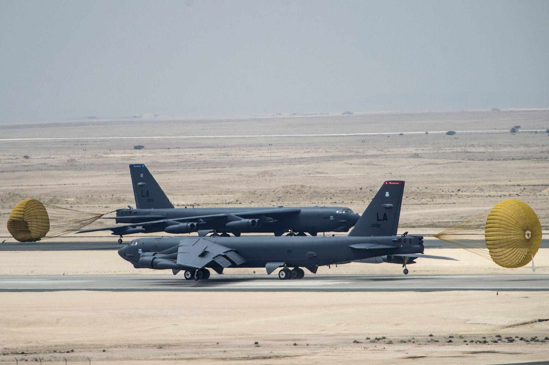 Американский стратегический бомбардировщик B-52 Стратофортресс на авиабазе Аль-Удейд в Катаре - РИА Новости, 1920, 11.05.2021