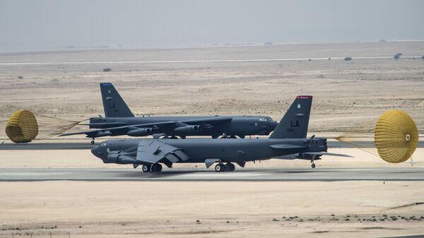 Американский стратегический бомбардировщик B-52 Стратофортресс на авиабазе Аль-Удейд в Катаре