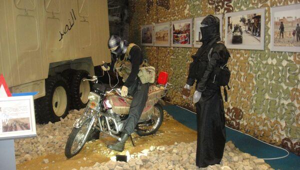 Снаряжение шахидов-смертников на Международном военно-техническом форуме Армия-2017 на полигоне Алабино