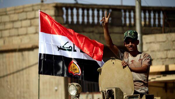 Иракский шиитский ополченец во время столкновений с исламскими боевиками в Талль-Афаре, Ирак. 26 августа 2017